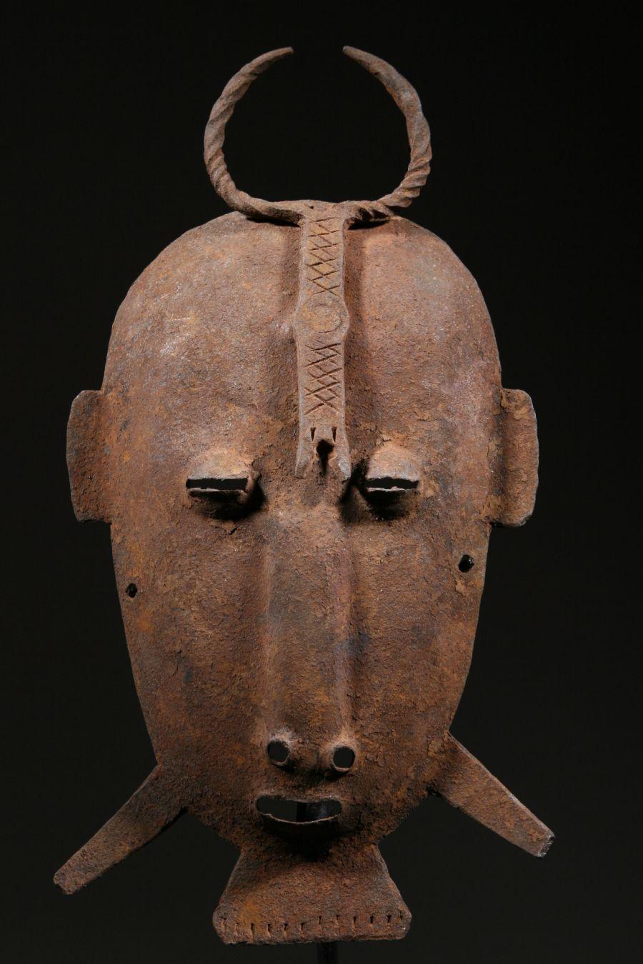 masque africain fer
